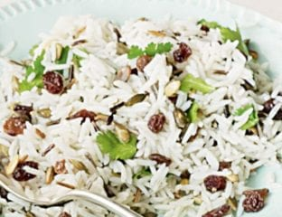 Rice with raisins and pumpkin seeds