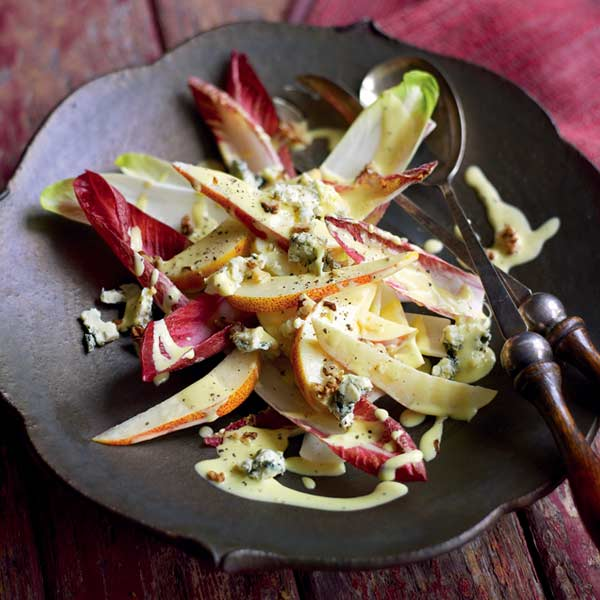 Pear and chicory salad with walnuts and blue cheese