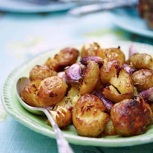 Crispy crushed potatoes with fennel and garlic