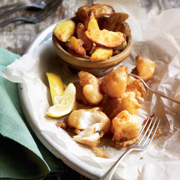 Beer-battered fish bites with chunky chips