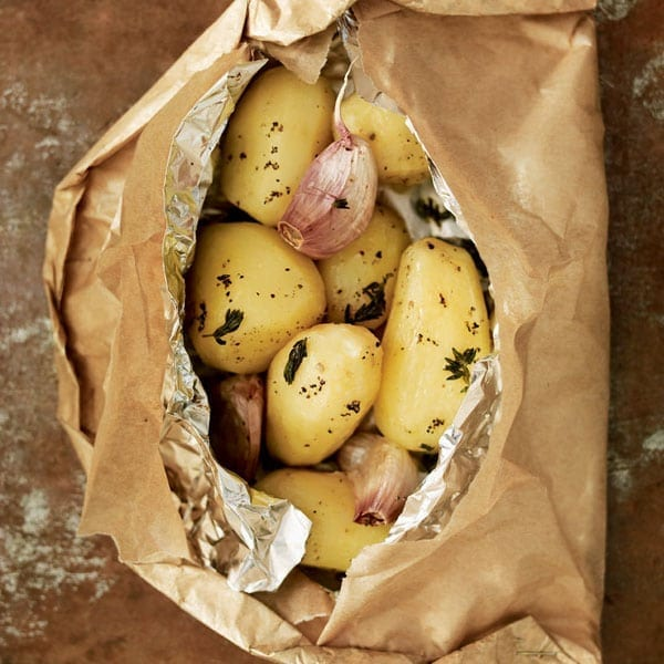 Potatoes with thyme and garlic