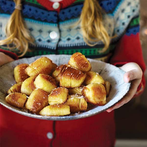 Vegan hasselback potatoes