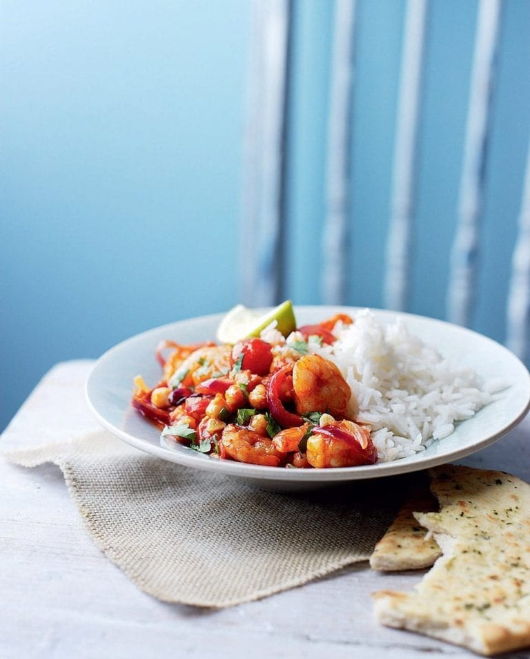 Spicy prawn and chickpea curry