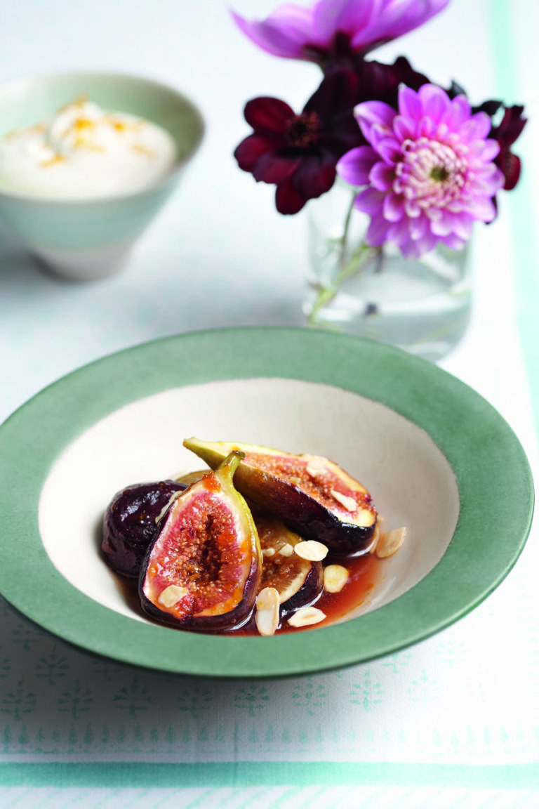 Baked honey figs with toasted almonds and vanilla cream