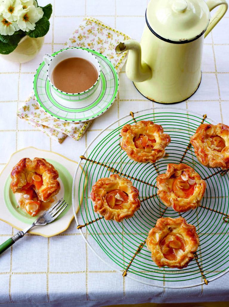 Apricot and custard puffs