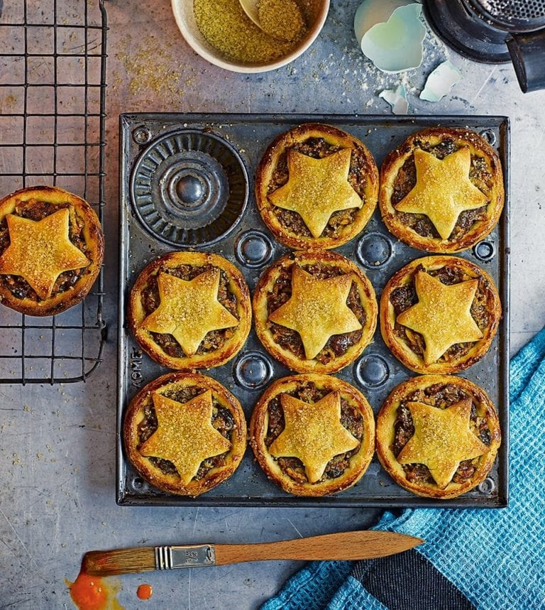 Date and apple mince pies