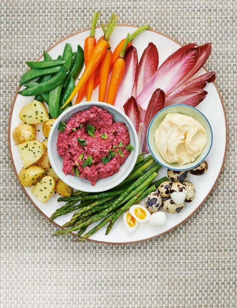 Crudités with smoked aïoli and a beetroot and mint dip