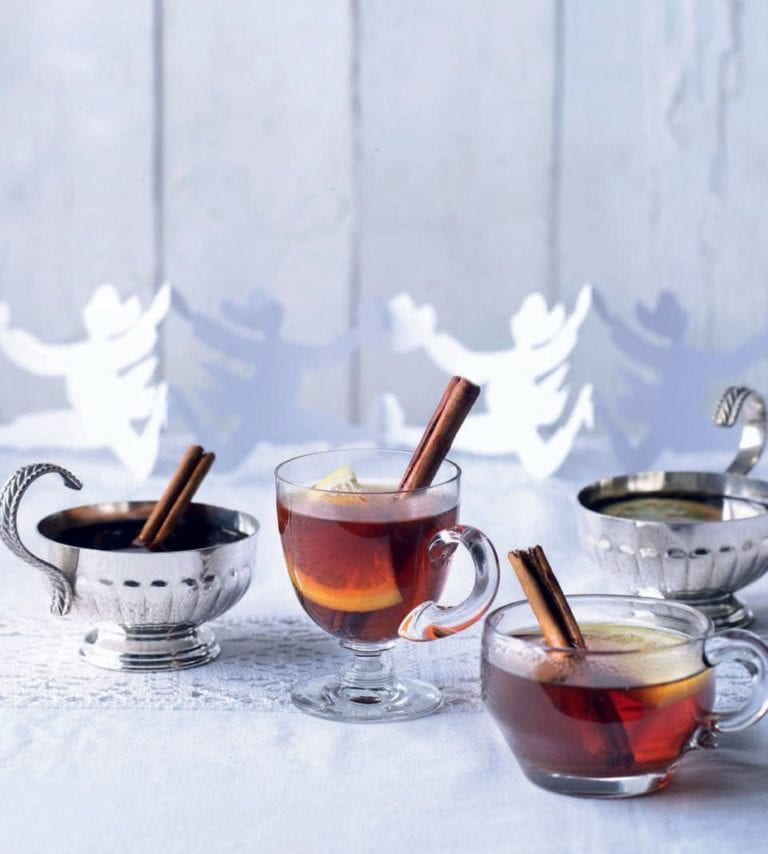 Tipsy Christmas wassail (mulled cider)