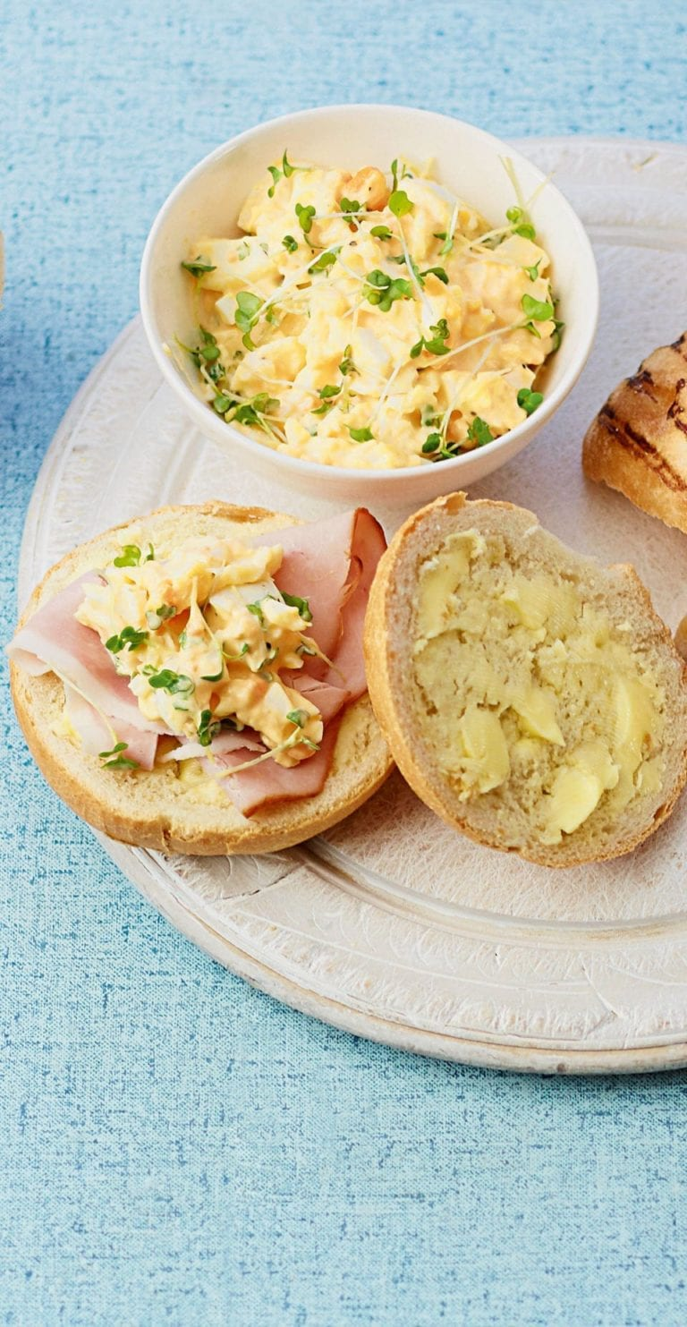 Egg mayonnaise with cress and ham