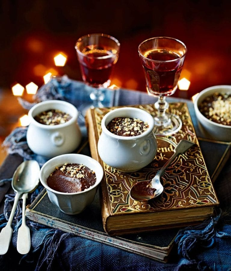 Banana and hazelnut chocolate pots