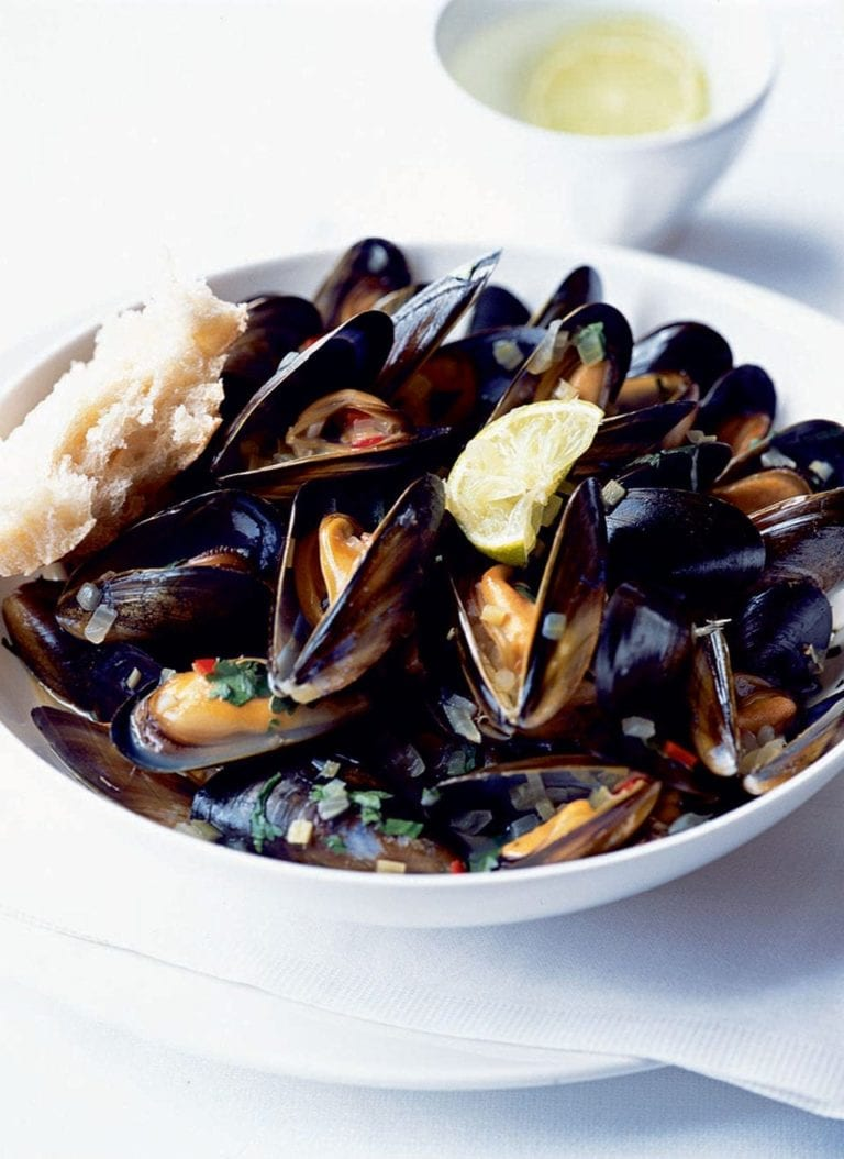 Coriander and beer mussels