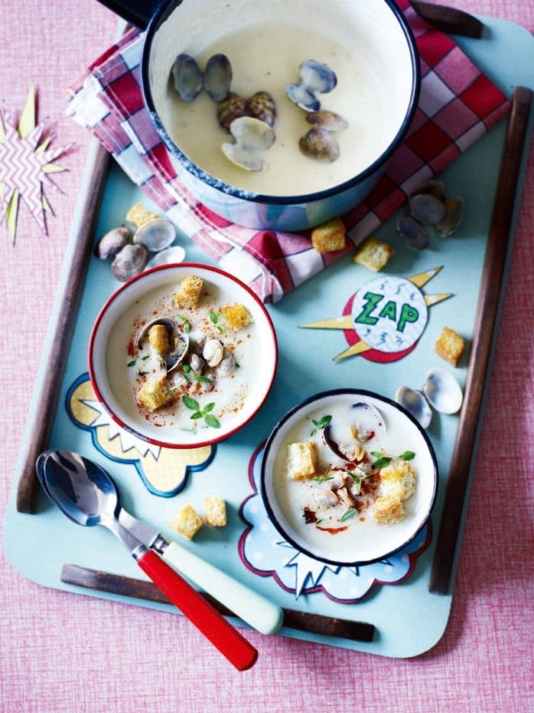 Jerusalem artichoke soup with clams, garlic croutons and harissa