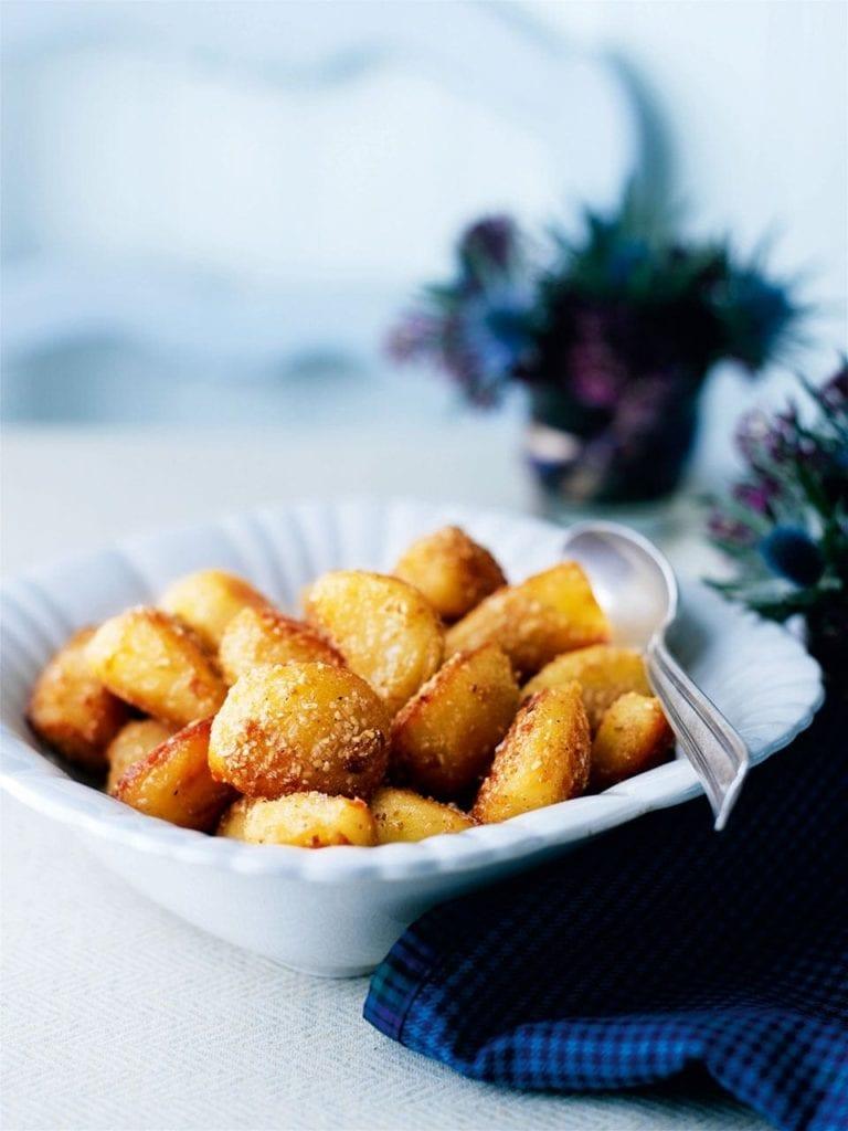 Roast potatoes with oatmeal crust