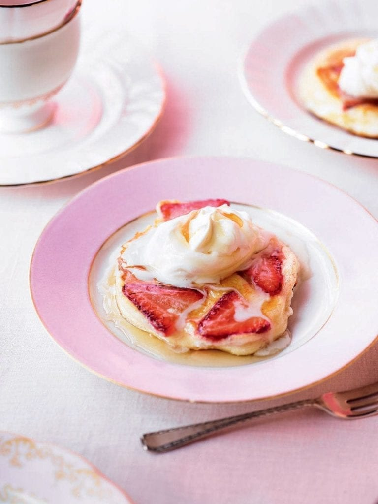 Thyme-scented strawberry and ricotta pancakes