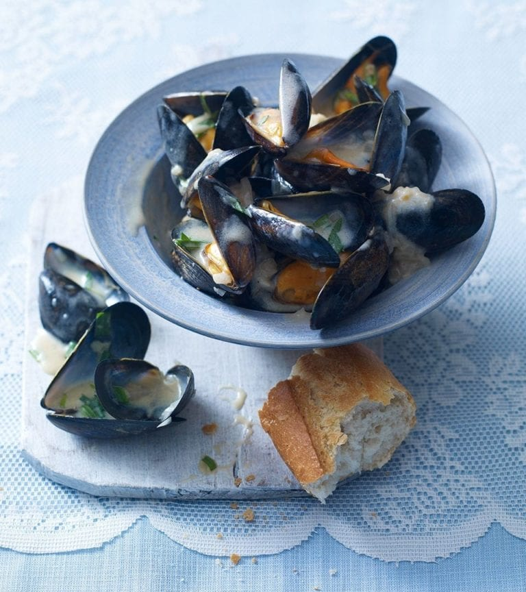 Mussels with tarragon and crème fraîche