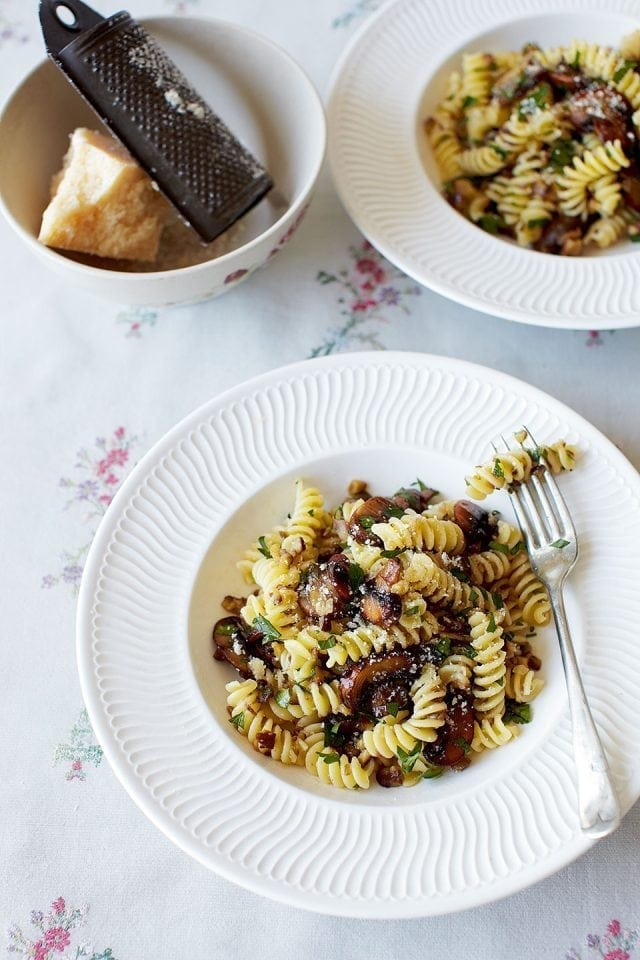 Pasta with chestnuts, mushrooms and parsley pesto