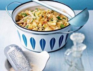 Cheesy cauliflower pasta
