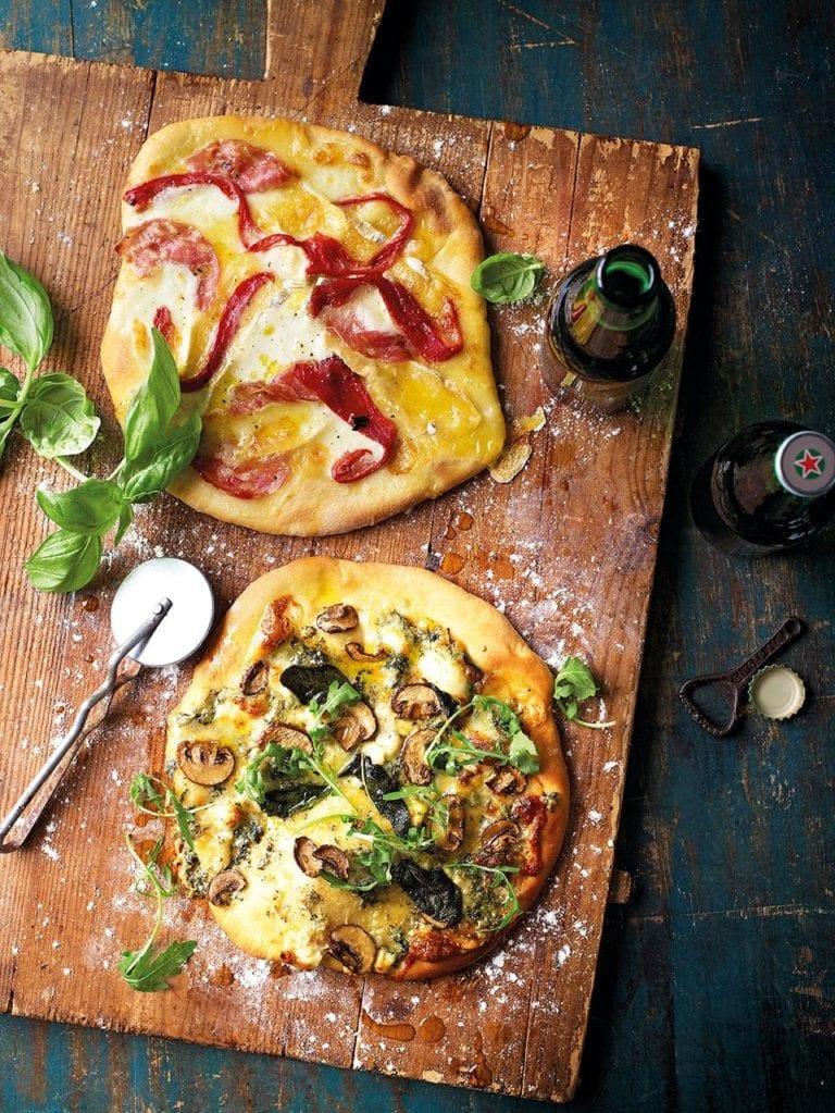 Three-cheese pizza biancas