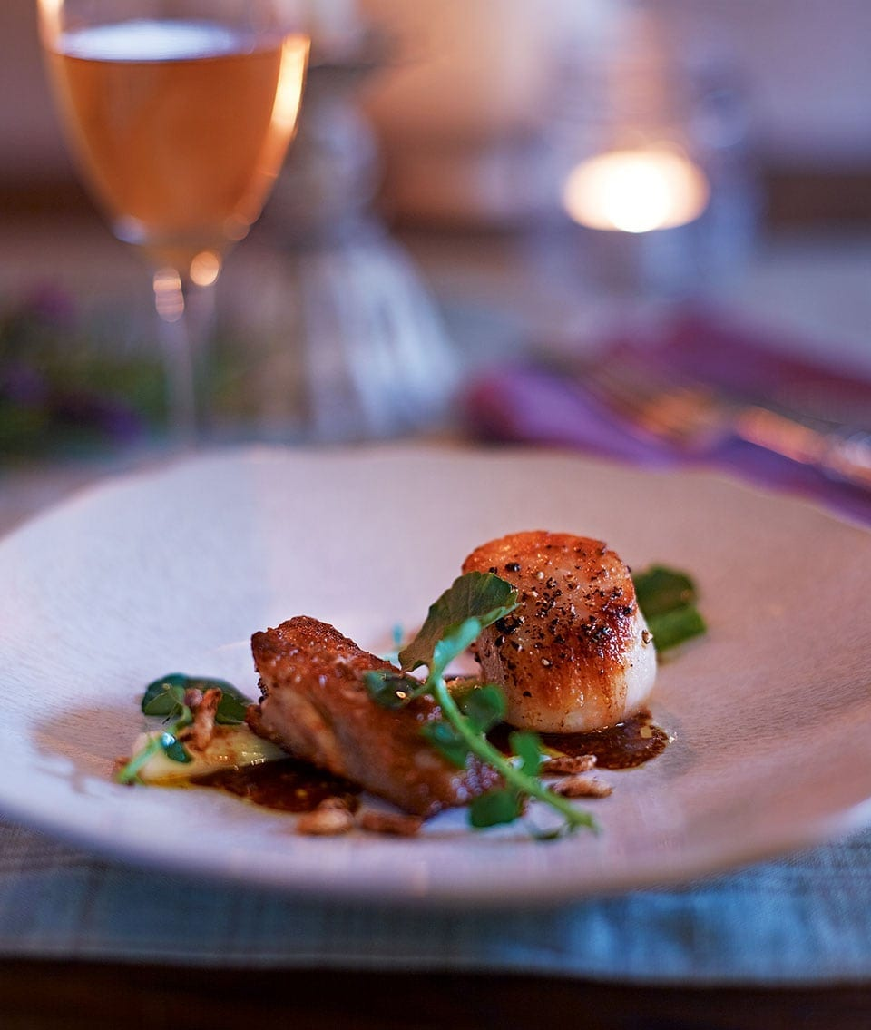 34 Delicious Scallop Recipes: Chicken Wings, Scallops And Leeks With Prune Purée