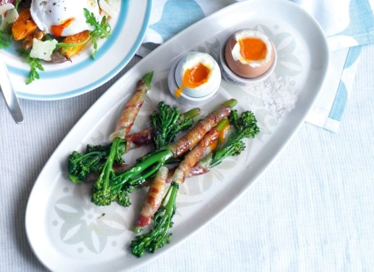 Boiled eggs with broccoli and pancetta soldiers