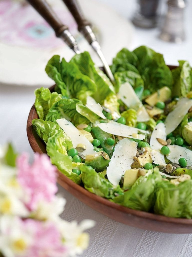 Pea salad with avocado