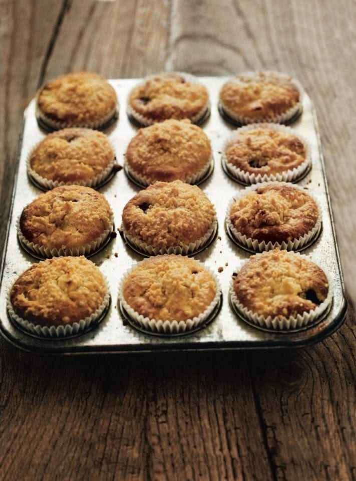 Blackberry and apple crumble muffins