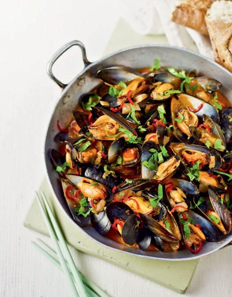 Red Thai spicy mussels