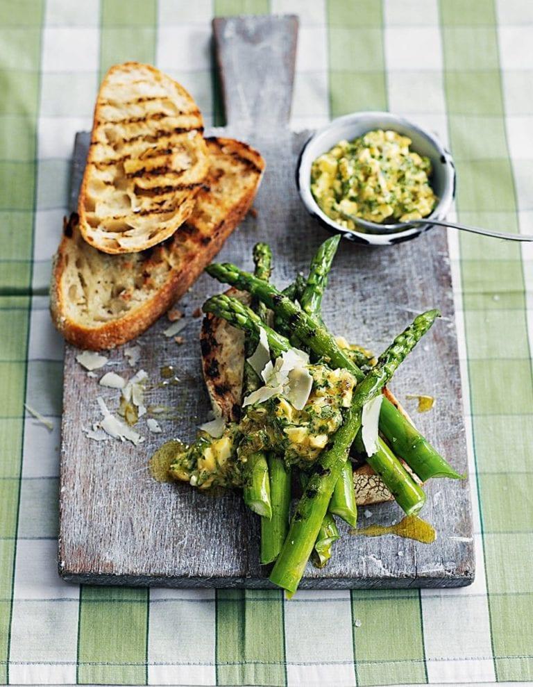 Griddled asparagus with sauce gribiche on toast