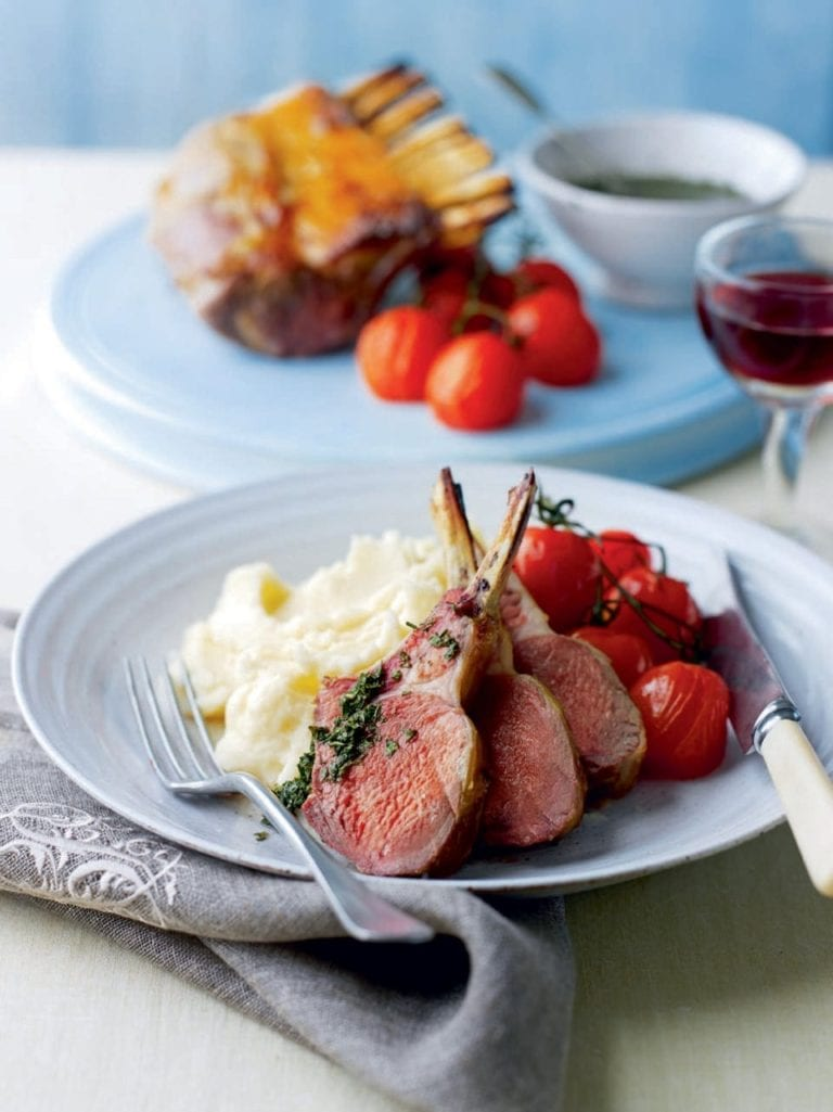 Lamb with mint sauce and tomatoes