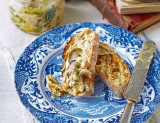 Potted chicken with herbs