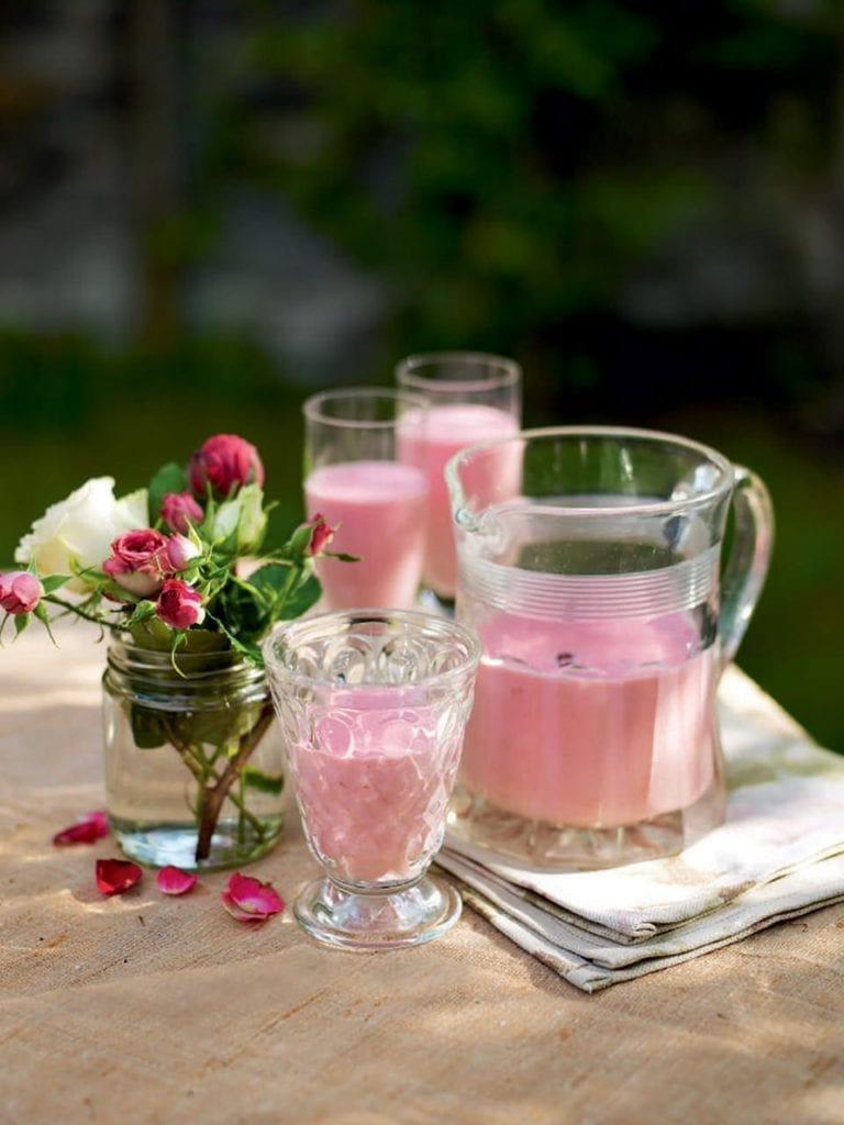 Lychee, raspberry and rose smoothie