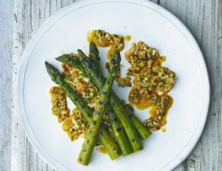 Grilled asparagus with vegetable crumble
