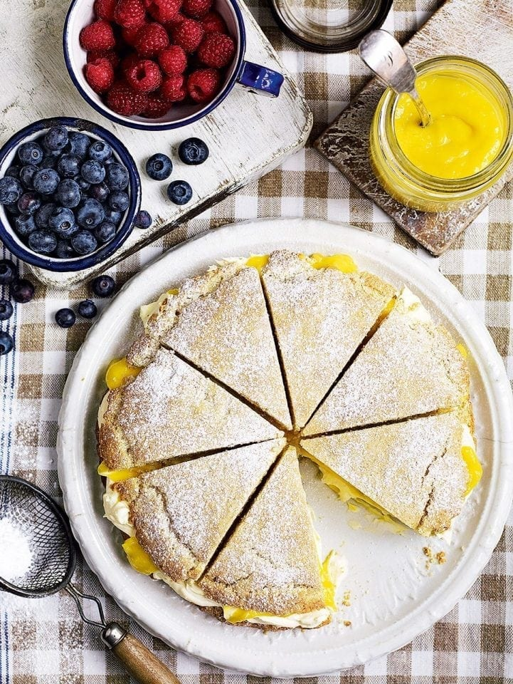 Shortcake with lemon curd and clotted cream