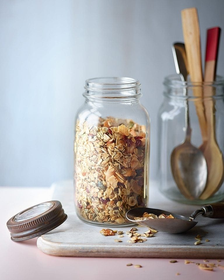 Low-sugar coconut granola