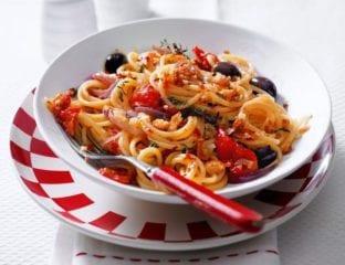Cheat's spaghetti puttanesca