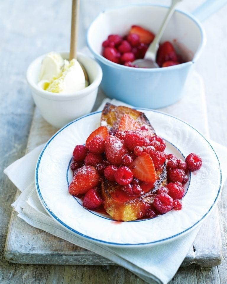 Mixed summer berry pain perdu