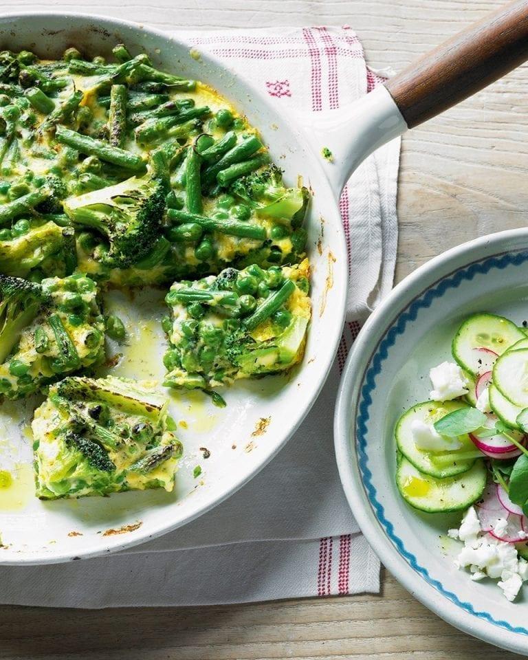 Extra green frittata with feta salad
