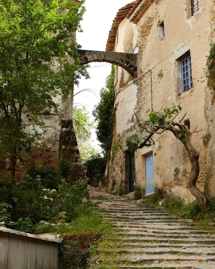 image of cobbled stairs in France