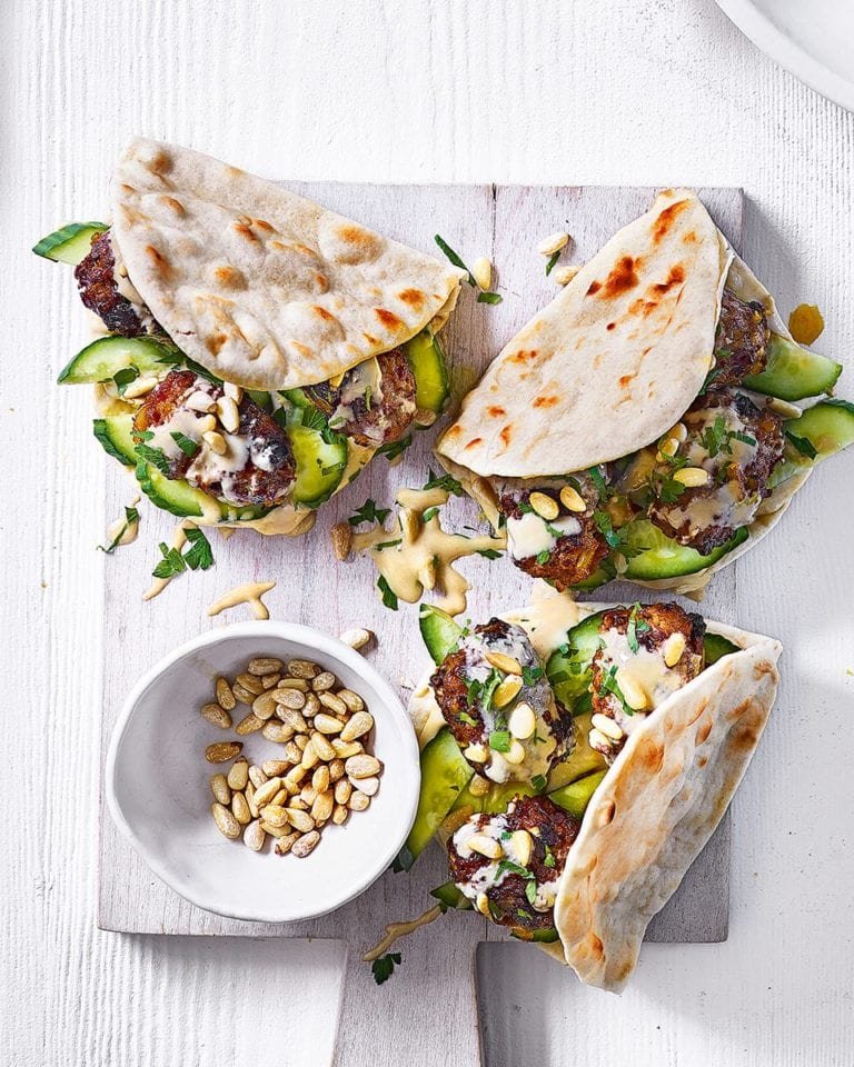 Houmous and harissa kofte pittas