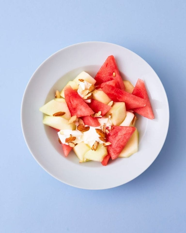 High-protein breakfast bowl with melon and yoghurt