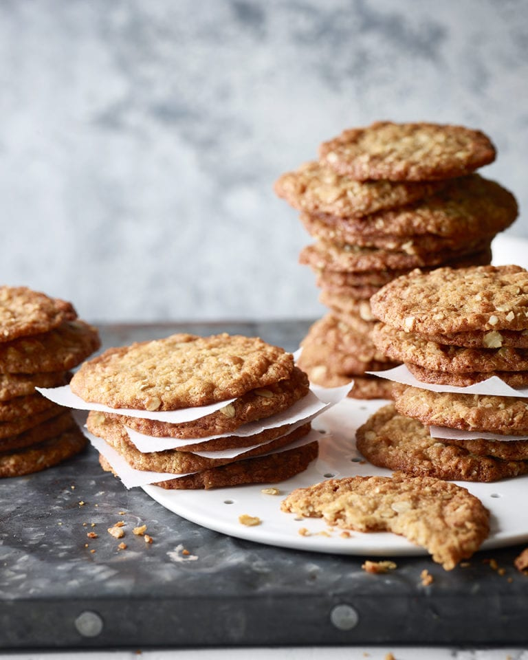 Chewy coconut cookies (Anzac biscuits)