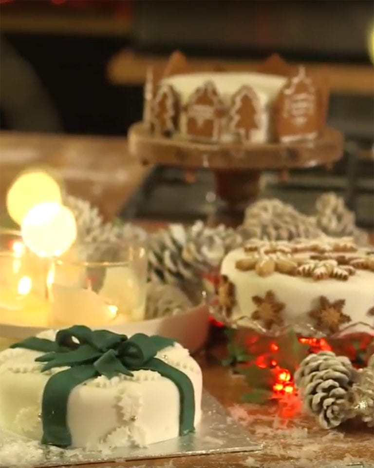 Three stunning ways to decorate your Christmas cake