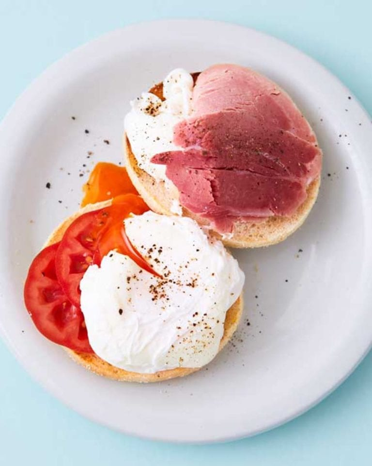 Quick egg and ham english muffin