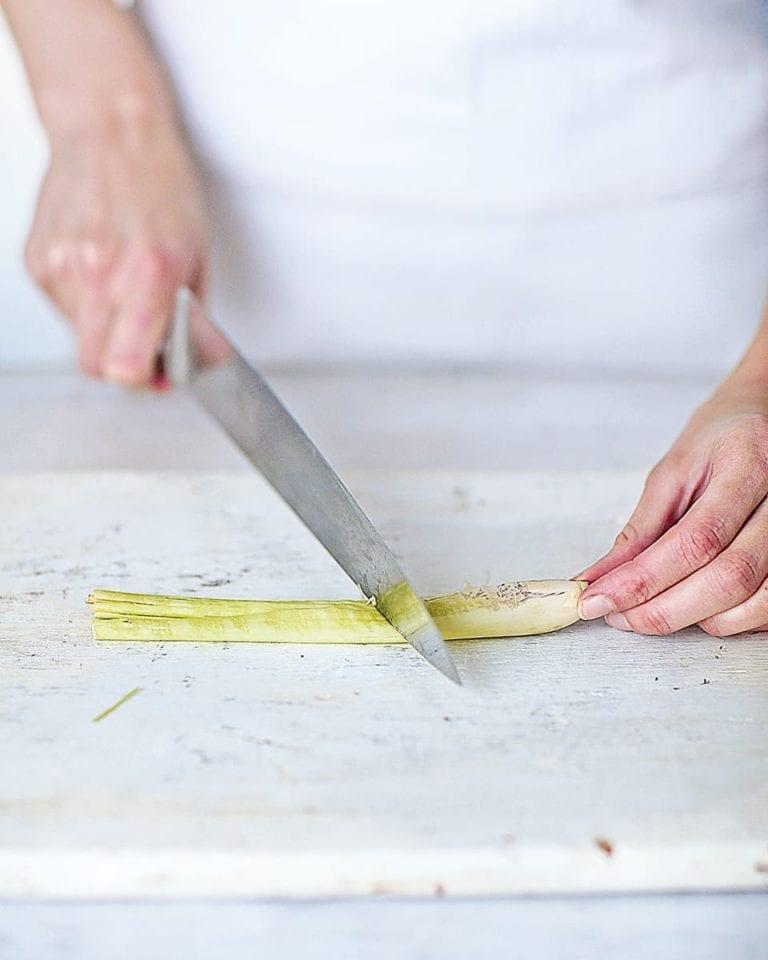 How to prepare lemongrass stalks
