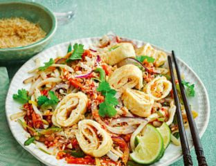 Stir-fried rice noodles with quick sambal and omelette