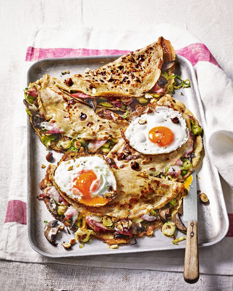 Wholemeal galettes with brussels sprouts, mushrooms, ham and cheese