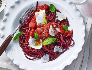 Red wine spaghetti with tomato and goat's cheese