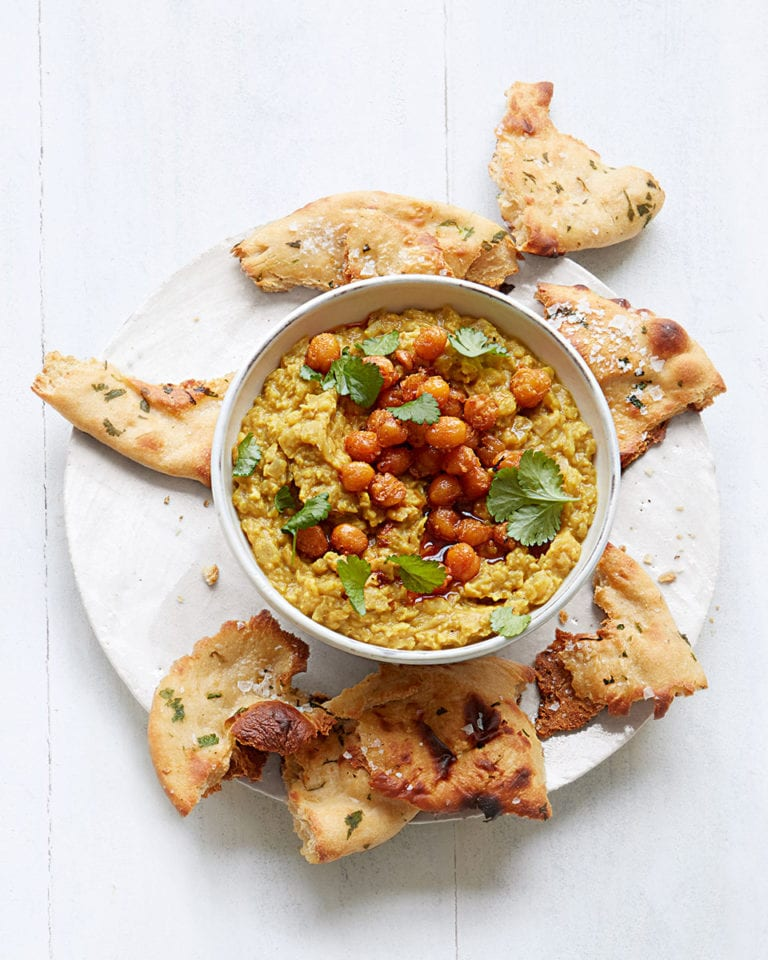 Chickpea dhal with naan bread crisps