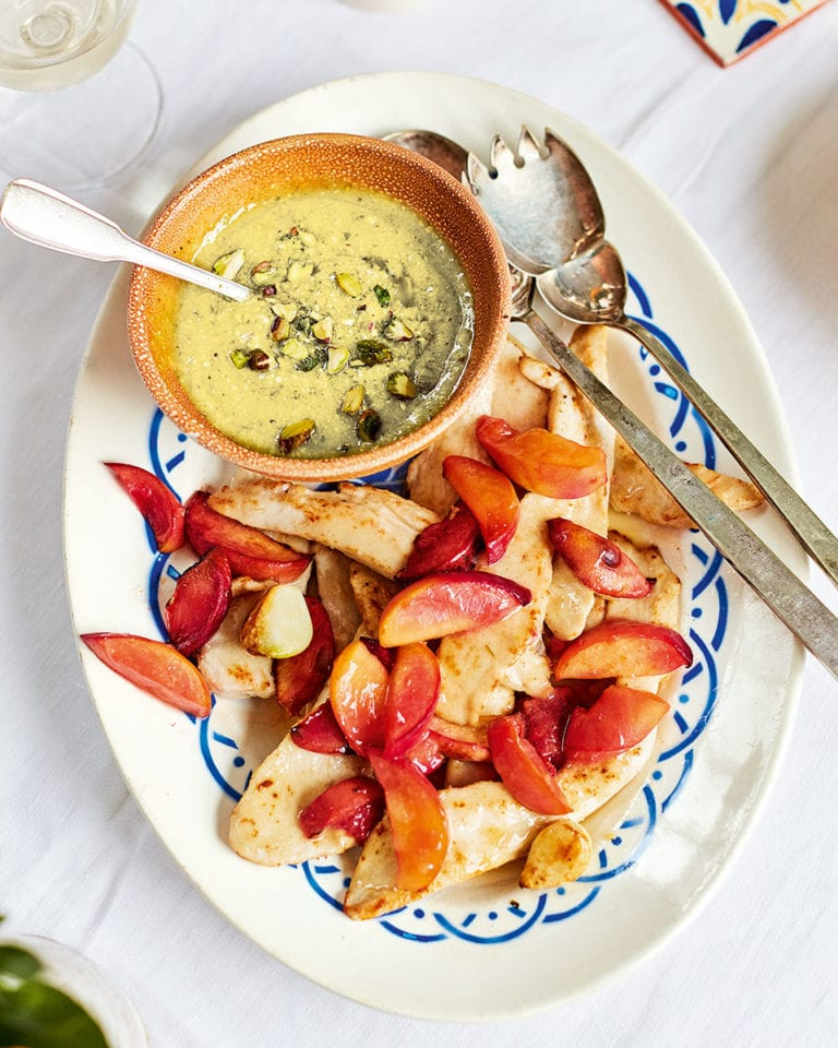Chicken with grilled peaches, pistachio mayonnaise and sweet and sour peppers