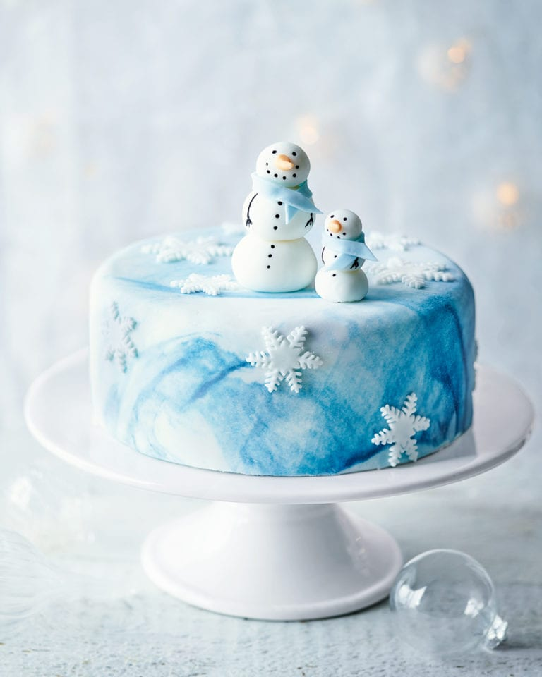 How to make a snowman Christmas cake